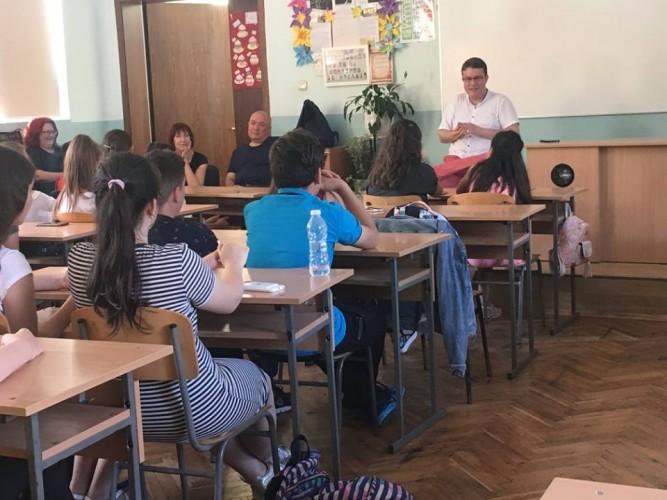 Младежи от Бургас участваха в дискусия за езика на омразата в медиите