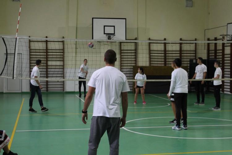 Ученици от Добрич са заедно срещу антициганизма чрез спорт