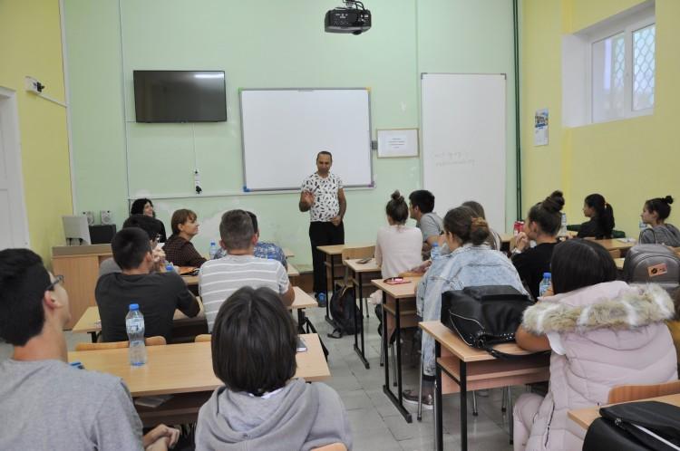 Младежи и учители от Добрич и Русе се обявиха срещу антициганизма в страната