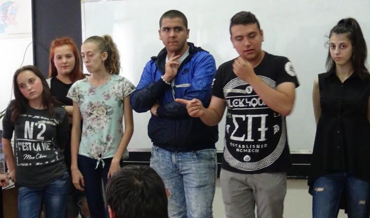 Младежи от Кюстендил решават казуса с незаконните ромски жилища